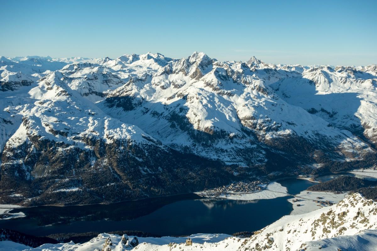 Panorama vom Piz Corvatsch auf das Engadin und St. Moritz