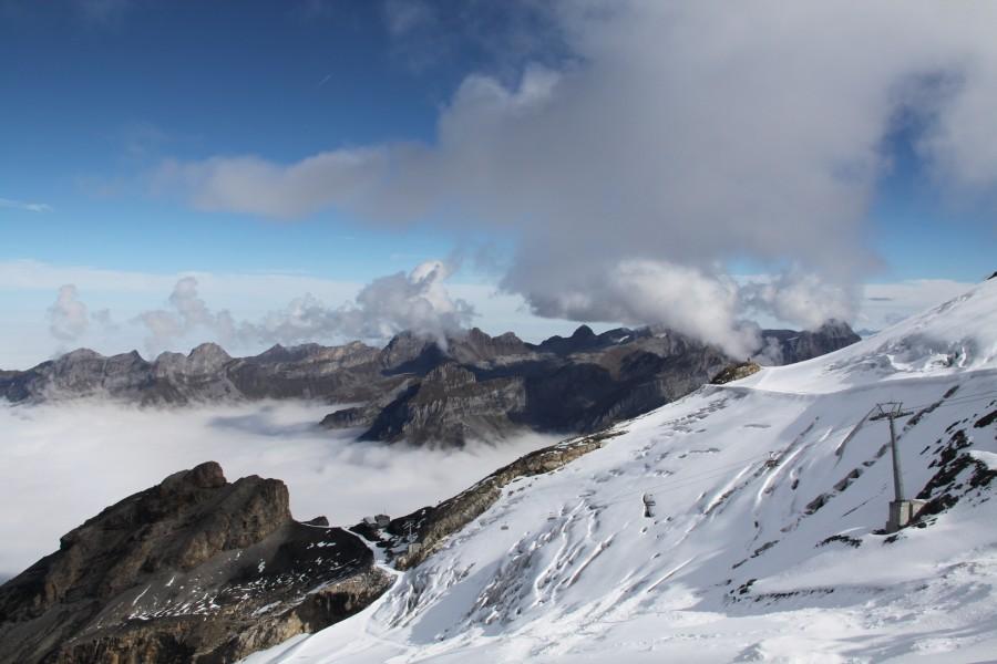 Sesselbahn und Gletscher auf dem Titlis in Engelberg