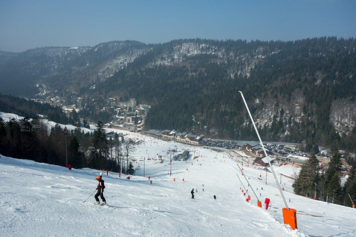 Hauptabfahrt an der Vologne mit Blick auf Le Slalom