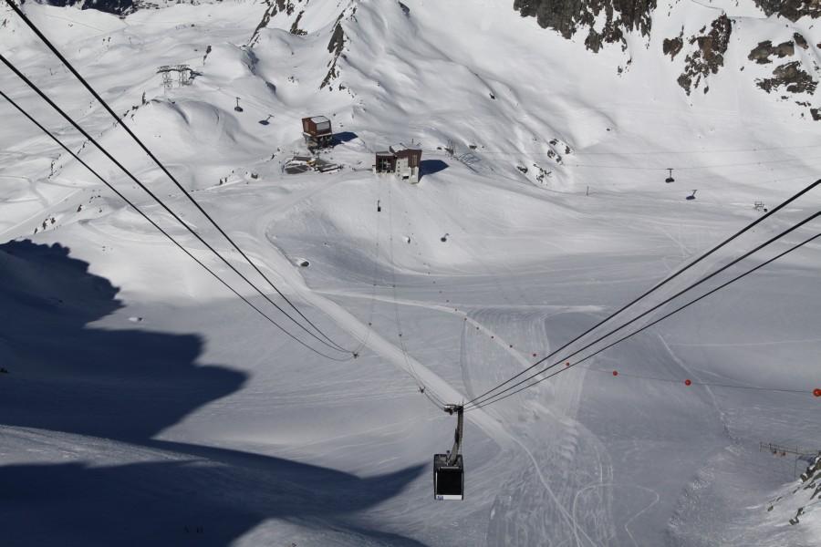 Luftseilbahn zum Mont Fort über dem Glacier des Gentianes