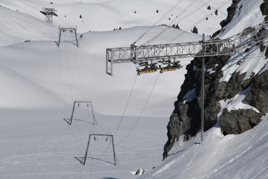 Ehemalige Sommerskilifte auf dem Glacier des Gentianes