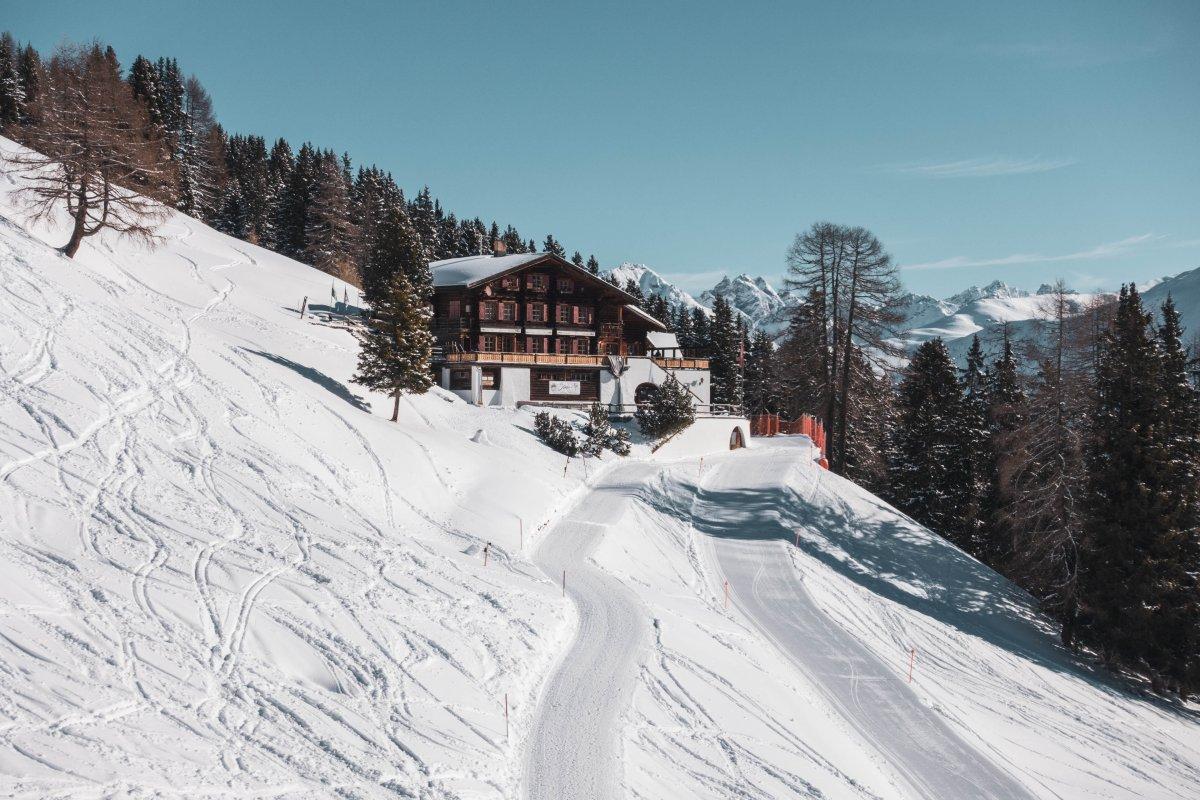 Bergrestaurant Strelaalp mit Piste zur Schatzalp